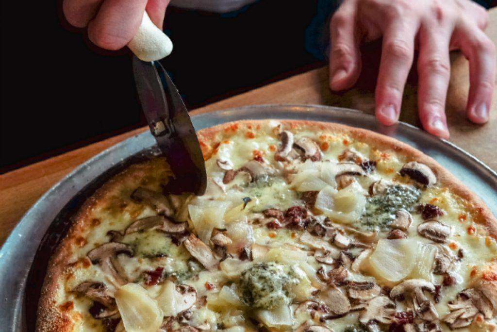 pizza-on-tray