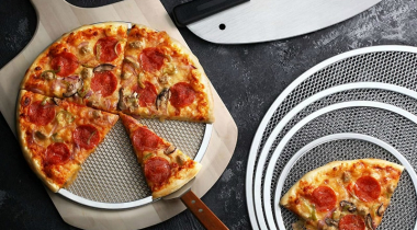 Best Pizza Screen Reviews: Must-Have Pans for Crispy Crust